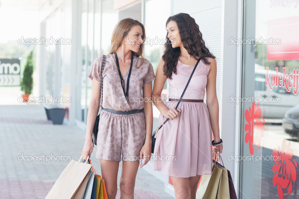 Smiling-Women-Shopping-Together